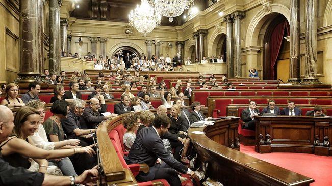 Il parlamento catalano sfida la spagna avanti con le for Nuovo parlamento italiano